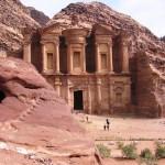 幻の砂漠都市ペトラはかつて高度な建築技術をなぜ持っていたのか?