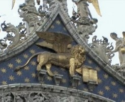 翼の生えたライオン